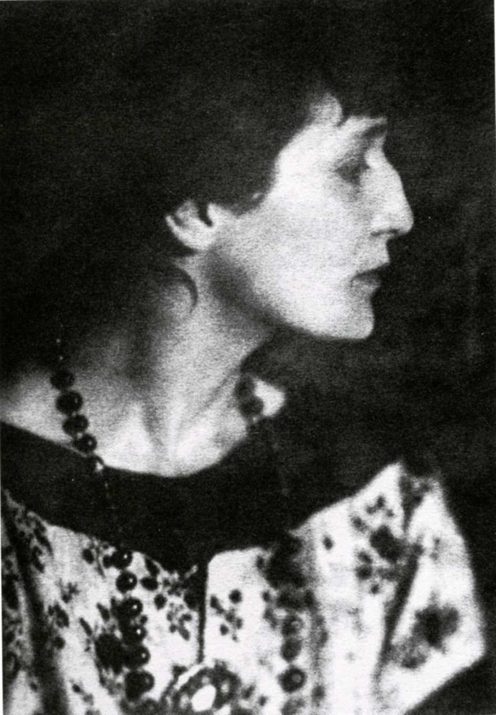 Анна ахматова - одна из самых крупнейших поэтов хх столетия, литературовед, писатель, переводчик и литературный критик